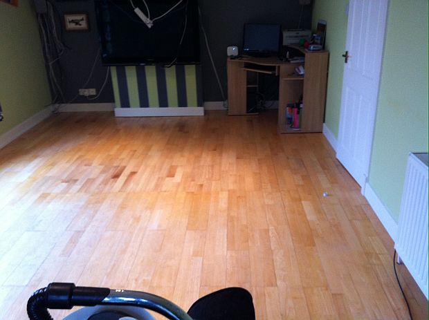 Laminate floor before treatment